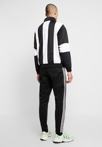 adidas Originals - BAILER - Chaqueta de entrenamiento - black/white - 2