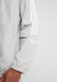 adidas Originals - OUTLINE WINDBREAKER JACKET - Kevyt takki - solid grey - 4