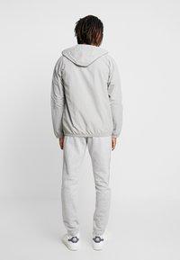 adidas Originals - OUTLINE WINDBREAKER JACKET - Kevyt takki - solid grey - 2