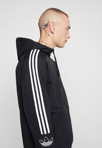 adidas Originals - OUTLINE WINDBREAKER JACKET - Kevyt takki - black - 3
