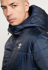adidas Originals - ADICOLOR THIN PADDED BOMBERJACKET - Chaqueta de invierno - collegiate navy - 3