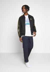 adidas Originals - SUPERSTAR SPORT INSPIRED TRACK TOP - Veste de survêtement - black/gold - 1