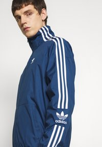 adidas Originals - LOCK UP ADICOLOR SPORT INSPIRED TRACK TOP - Sportovní bunda - blue - 4