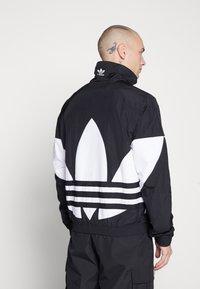 adidas Originals - TREFOIL - Kurtka wiosenna - black - 2