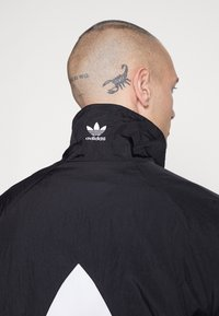 adidas Originals - TREFOIL - Kurtka wiosenna - black - 4