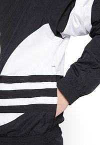 adidas Originals - TREFOIL - Kurtka wiosenna - black - 6
