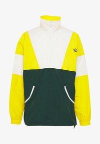 yellow/white/green