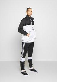 adidas Originals - Verryttelytakki - grey/black - 1