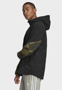 adidas Originals - CAMOUFLAGE WINDBREAKER - Tunn jacka - black - 3