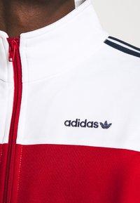 adidas Originals - CLASSICS  - Kurtka sportowa - scarle/white - 6