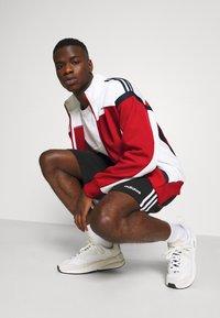 adidas Originals - CLASSICS  - Kurtka sportowa - scarle/white - 3