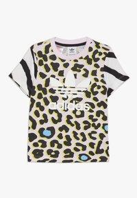 adidas Originals - TEE - Camiseta estampada - multicolor/clear pink/black - 0