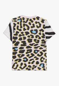 adidas Originals - TEE - Camiseta estampada - multicolor/clear pink/black - 1