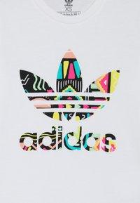 adidas Originals - TEE - Triko spotiskem - white - 3