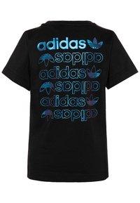 adidas Originals - LOGO TEE - Print T-shirt - black/royal blue - 1