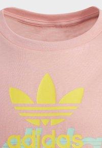 adidas Originals - GRAPHIC T-SHIRT - Printtipaita - pink - 3