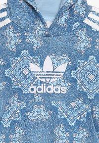 adidas Originals - HOODIE - Felpa con cappuccio - multcolor/clear sky/white - 4
