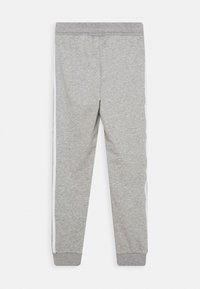 adidas Originals - TREFOIL PANTS - Verryttelyhousut - grey/white - 1