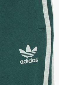 adidas Originals - TREFOIL PANTS - Verryttelyhousut - green/vapor green - 3