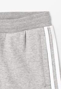 adidas Originals - Shorts - medium grey heather/white - 2