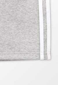 adidas Originals - Shorts - medium grey heather/white - 3