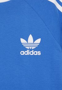 adidas Originals - 3 STRIPES TEE - Triko spotiskem - blue bird/white - 3