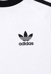 adidas Originals - 3 STRIPES TEE - Triko s potiskem - white/black - 4