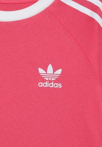 adidas Originals - 3 STRIPES TEE - Triko spotiskem - real pink/white - 3