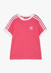 adidas Originals - 3 STRIPES TEE - Triko spotiskem - real pink/white - 0