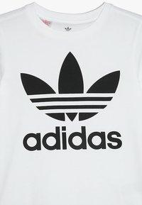 adidas Originals - TREFOIL TEE - T-shirt z nadrukiem - white/black - 3