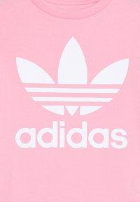 adidas Originals - TREFOIL - Print T-shirt - light pink/white - 3