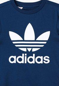 adidas Originals - TREFOIL - Print T-shirt - legend marine/white - 3