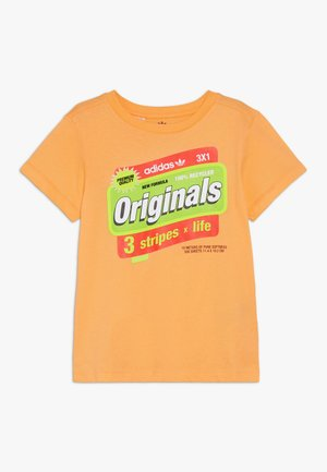 GRAPHIC TEE - Print T-shirt - flaora/solred/syello/