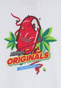 adidas Originals - GRAPHIC TEE - T-shirt imprimé - white/multicolor - 2