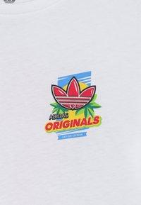 adidas Originals - GRAPHIC TEE - T-shirt imprimé - white/multicolor - 4