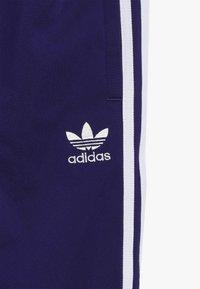 adidas Originals - SUPERSTAR PANTS - Teplákové kalhoty - purple/white - 4