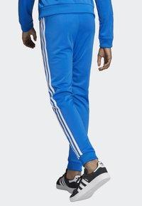 adidas Originals - SST TRACKSUIT BOTTOMS - Verryttelyhousut - blue/white - 2