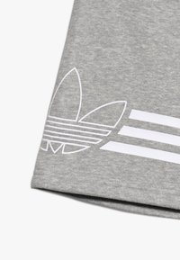 adidas Originals - OUTLINE - Kraťasy - medium grey heather/white - 4