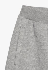 adidas Originals - OUTLINE - Kraťasy - medium grey heather/white - 2