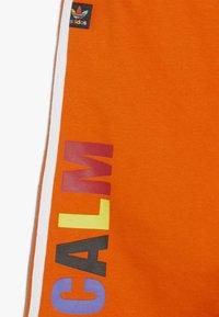 adidas Originals - PHARRELL WILLIAMS  - Shorts - orange - 2