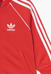 adidas Originals - SUPERSTAR SET - Mikina na zip - lusred/white - 4
