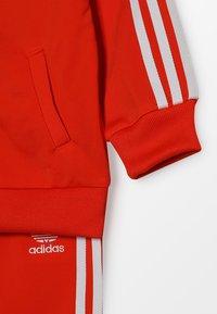 adidas Originals - SUPERSTAR SUIT SET - Træningssæt - action orange/white - 4