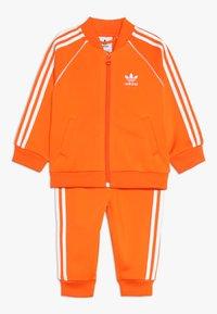 adidas Originals - SUPERSTAR SUIT SET - Survêtement - orange/white - 0