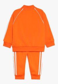 adidas Originals - SUPERSTAR SUIT SET - Survêtement - orange/white - 1