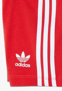 adidas Originals - TEE SET - Short - white/lusred - 3