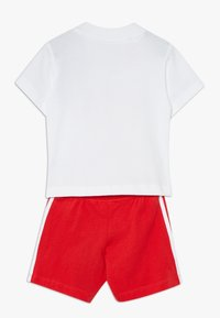 adidas Originals - TEE SET - Short - white/lusred - 1