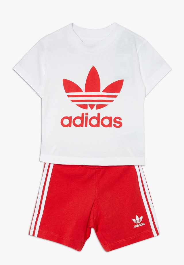 TEE SET - Shorts - white/lusred