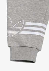 adidas Originals - OUTLINE CREW - Survêtement - grey/white - 3