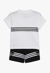 adidas Originals - OUTLINE TEE SET - Triko spotiskem - white - 1