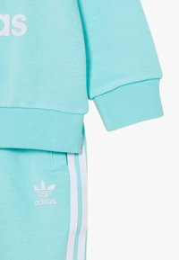 adidas Originals - CREW SET - Sweatshirt - clear aqua/white